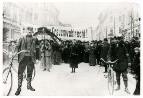 Wahlrechtsdemonstration der SDAP (Sozialdemokratische Arbeiterpartei) in Ottakring 1913